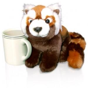 Peluche Firefox de la fondation Mozilla à côté d'un tasse